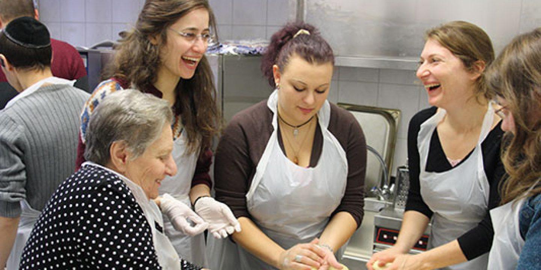 Hausfrau wird in der Küche geritten
