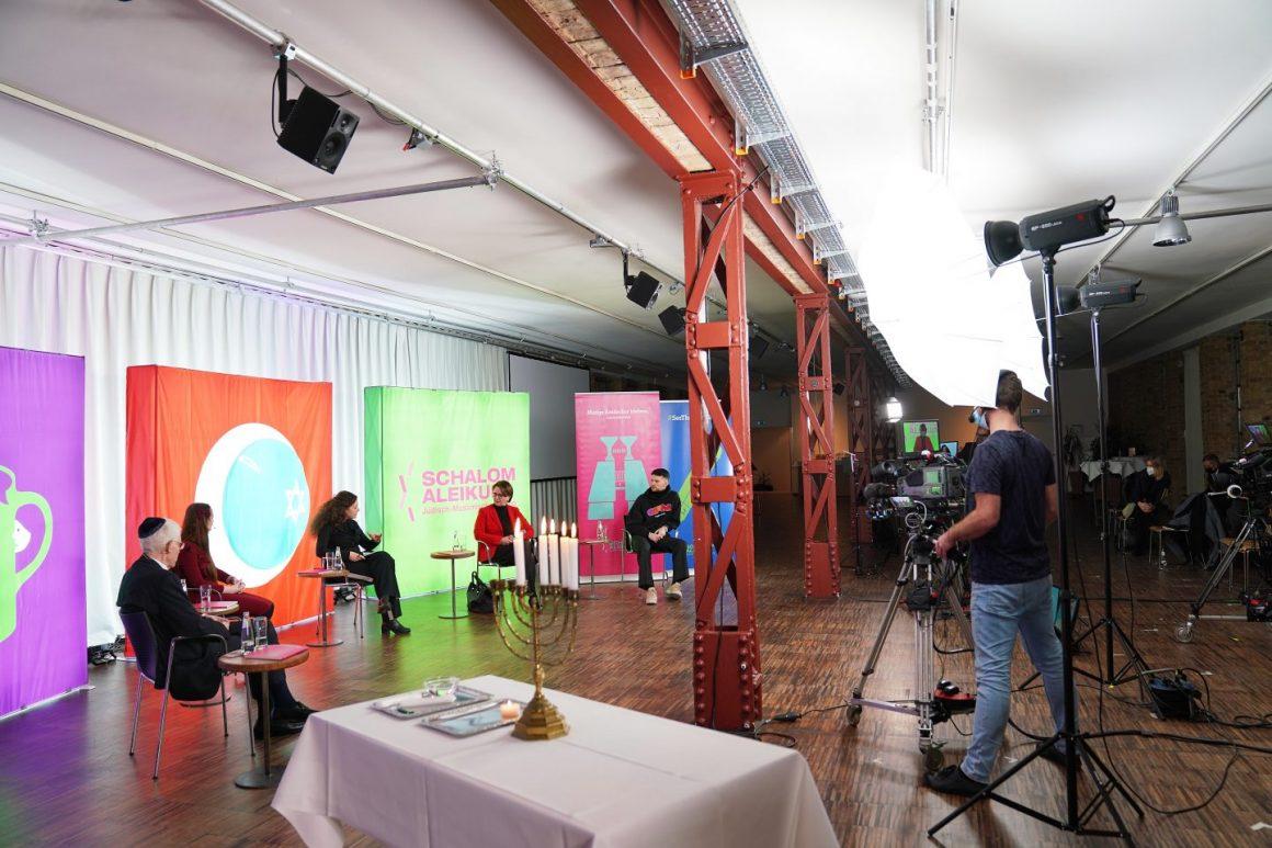 Die Gesprächsrund mit Josef Schuster, Meira Schatz, Ekrem-Hamza Huskic und Anette Widman-Mauz moderiert RBB-Journalistin Shelly Kupferberg (v.l.).